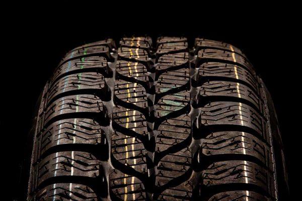 Como escolher pneus para o seu carro [Guia Oficial]